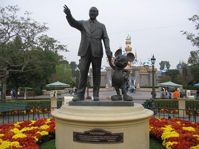 Walt_Disney_with_Mickey_Mouse_-_panoramio