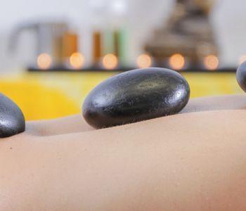 Ga winterse kwalen te lijf met hotstonemassage