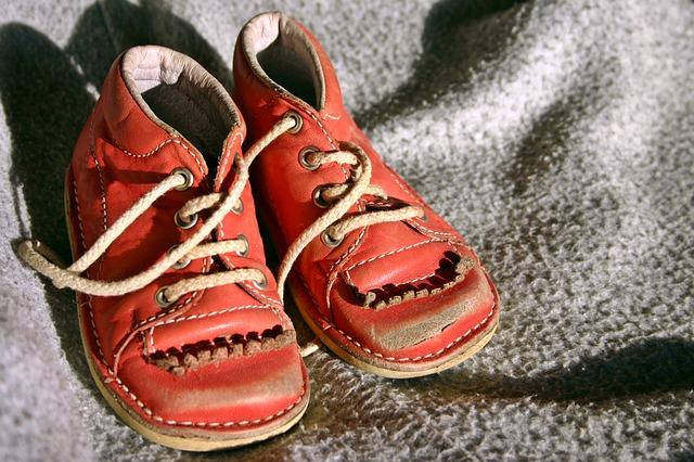 childrens-shoe-2213626_640