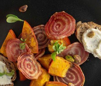 Breng de herfst in je keuken: pompoensalade met geroosterde biet