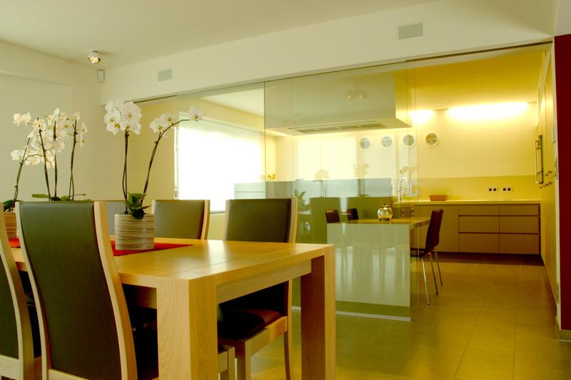 Nieuwe Keuken Tips : semi open keuken de keuken is van de eetkamer gescheiden door middel