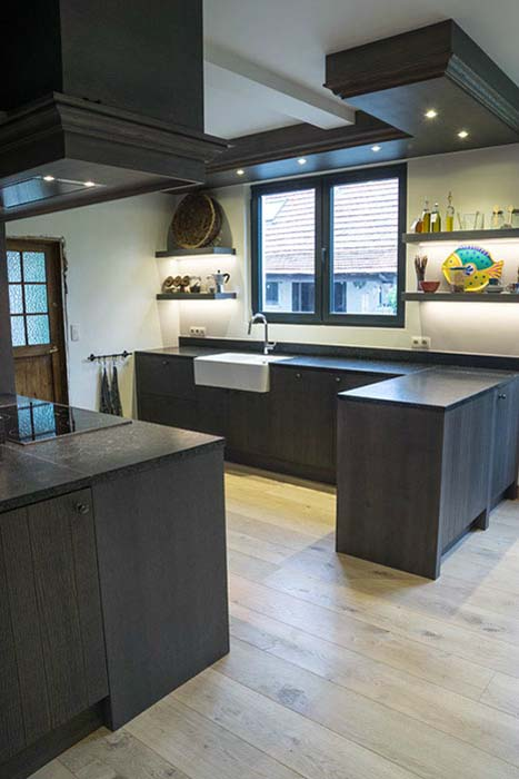 Ikea Keuken Uitzoeken : Strakke keuken in dik fineer eik, geplaatst in een oude hoevewoning